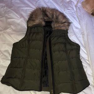 Women's fur collar puff vest